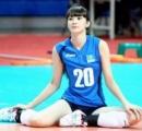 カザフスタンの美しいバレーボール選手、日本のチームに入団、国賊と非難される