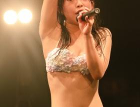 水着でライブを行うことで話題になったアイドルグループの実際のライブ画像がエロい件wwwwww