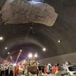 【動画】中国、トンネルの天井コンクリートが突然崩落!乗用車に直撃、押しつぶす [海外]