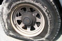 運転手「車のタイヤがパンクした。JAFさん助けて!」10年前より10万件増える