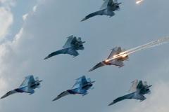 Su-27の曲線美は異常 アメ公の戦闘機とは格が違う