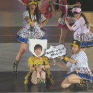 山本彩、安心してください履いてますよエロ体育座りきたぁああ【画像あり】 アイドルファンマスター
