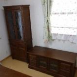 『徳島県にオールドチャームのTVボード1200・カップボード・センターテーブルと日進木工のソファ・BSC-533を納品』の画像