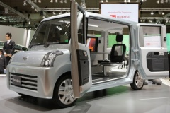 ダイハツ、 軽自動車最大の室内空間を持つ新型車を11月に発表!
