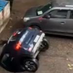 【動画】インド、駐車中の車が突然、地面に出来た穴に飲み込まれ ズブズブズブズブ…