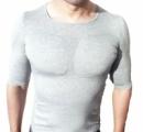 着るだけでたくましく見える!? 胸板パッド内蔵の男性用アンダーシャツ登場