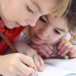 『教育費の高騰が凄まじいアメリカ。でも、子育てで一番お金がかかるのは教育費じゃなくて○○費!』の画像