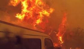 【世界の仕事】   炎との戦いの恐怖と緊迫感。消防隊の 一人称視点動画。   海外の反応
