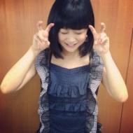 新垣里沙さんがよくやるこのピースは何か意味があるんやろか? (画像あり) アイドルファンマスター