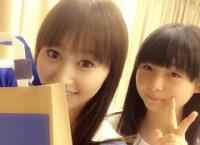 【AKB48】達家真姫宝、小林香菜に誕生日プレゼントを渡す