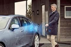 ボルボ、車の鍵をなくしスマホアプリでデジタル化へ 業界初