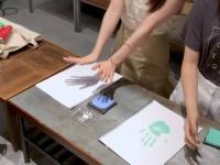 【モーニング娘。'21】石田亜佑美 佐藤優樹 FCイベント オリジナルグッズのデザインで使用する2人の「手形」を取りました!
