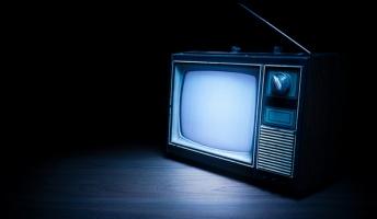 【悲報】消したはずのテレビが付いてるから見に行った結果wwww