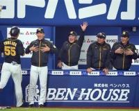 代打で1号ソロの阪神・陽川、矢野監督とゴリラポーズ「もっと見せられるように」