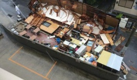 【災害】  今回の台風で 日本の建物が、珍しい壊れ方をしたらしい。  海外の反応