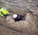 ベルギーの教会の地下に人骨を積み上げて出来た「骨の壁」が発見される