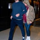 『【左手薬指に巨大な指輪を光らせラブラブ…!?】ジェニファー・ローレンスが夫のクック・マロニーと映画の試写会にお出かけ!Jennifer Lawrence at a screening of The Irishman』の画像