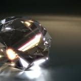 鑑定士「うーん、このダイヤモンドは無傷で美しすぎるから人工物だなwポイッww」