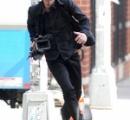 【画像】キアヌ・リーブスさん、パパラッチのカメラを奪って追いかけ回される