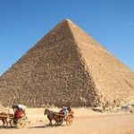 エジプトのピラミッドに「温度の異常」、内部に未知の空間か