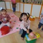 『にじ組さん(1歳児クラス) コーナー遊びのようす』の画像