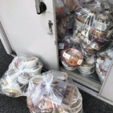 【画像】コンビニ弁当の廃棄がひどい・・・毎日これだけの数が全国の店舗で捨てられています。(画像あり)