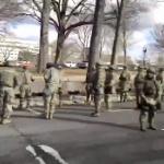 【動画】米国、議事堂に向かうバイデン新大統領の車列に兵士たちが背を向ける!
