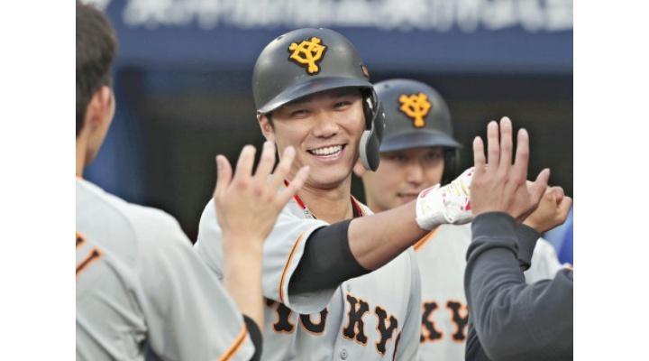 神!巨人・坂本勇人  .341(126-43)  12本  24打点  OPS1.082  出塁率.431  長打率.651