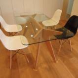 『狭いリビングを広く!ダイニングテーブルをガラス製に変えるという選択 【インテリアまとめ・リビング 狭い 】』の画像