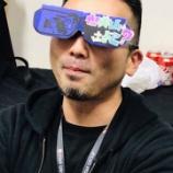 『【乃木坂46】妄想カメラマン、上海公演に現るw ファンから手作りグラサン貰っててワロタwwwwww』の画像