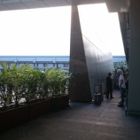 『シンガポール・チャンギ国際空港(ターミナル1野外)の喫煙所』の画像