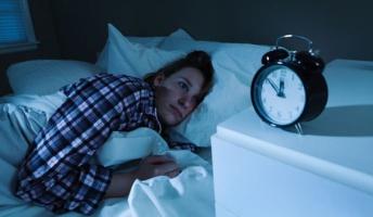 「今寝れば6時間眠れるな」→「今寝れば5時間」→「今寝れば4」