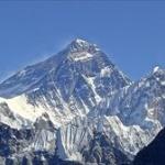 野良犬「なんかエサくれる人おるやん!」 → ヒマラヤ登山隊についていき、そのまま登頂に成功する