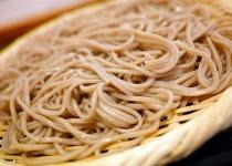 二郎「麺ドーン!野菜ドーン!豚ドカーン!800円!」蕎麦「麺チョコーン、1200円」