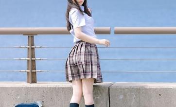 【貴重画像】古い雑誌に大物声優の制服女子高生時代の写真が載ってた!カワイイ!