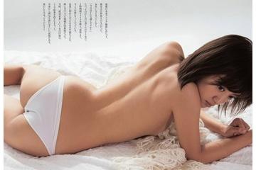 夏菜さんブラをとってトップレスになってもマンスジを見せる