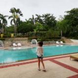 『ホテルのプールで最後のひと泳ぎ!』の画像