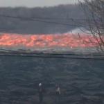 【動画】米ハワイ、何これヤバい!キラウエア火山から噴出した溶岩流が高速すぎ! [海外]