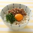 納豆ご飯と卵かけご飯が一度に楽しめる朝食www