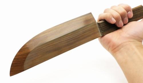 日本人が製作した木製包丁が海外で話題に、硬質木材リグナムバイタを採用