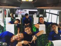 【 画像 】大阪へ向かうバスの中の日本代表メンバーの様子を長友がアップ!長谷部はかなりお疲れ?