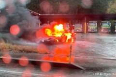 RX-7と軽が正面衝突。片方が炎上し運転手遺体で発見。