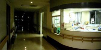 放射線技師で夜勤をしているんだけど、急患がいない限りレントゲン室には自分以外誰も入ることが出来ない。なのにさっき横を通ったとき…