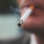 喫煙厨「タバコおいしい!」 俺「一本ごとに寿命縮んでるよ」