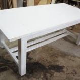 『白いテーブル』の画像
