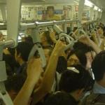 駅での都民「降ります!降ります!どけよお前!邪魔だよ!」上京間もないワイ「ひどいなぁ…」