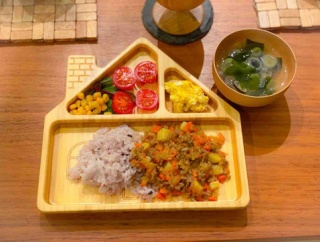 【取り分け・レシピ】大人も美味しい、カレールウで作る幼児食ドライカレー