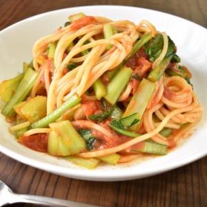 野菜だけでもコクがある♪小松菜のトマトスパゲティ