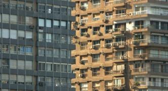 【画像】2つ並んだビル どっちが手前にある?