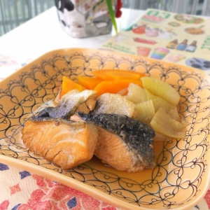 フワフワ食感が嬉しい♪サーモンの甘辛煮